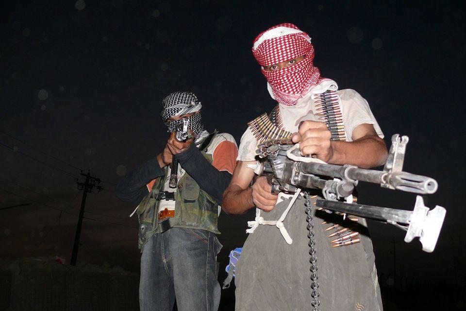 Iraqi_insurgents_with_guns