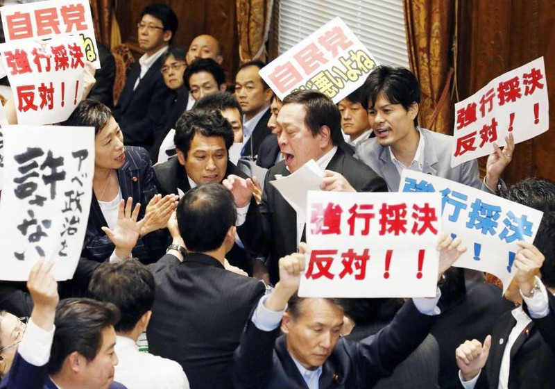 Angry scenes in the National Diet as the governing parties ram through security legislation